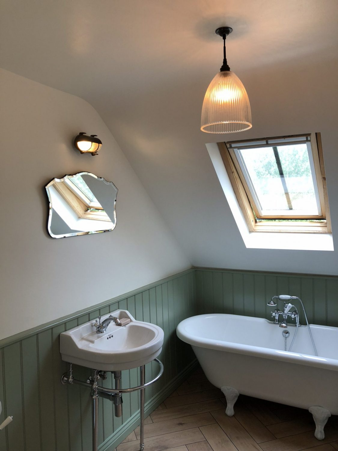 Green tongue and groove rolltop bathroom