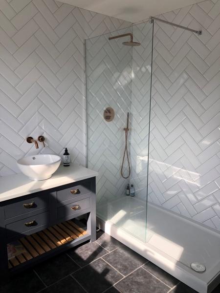 White bathroom Herringbone